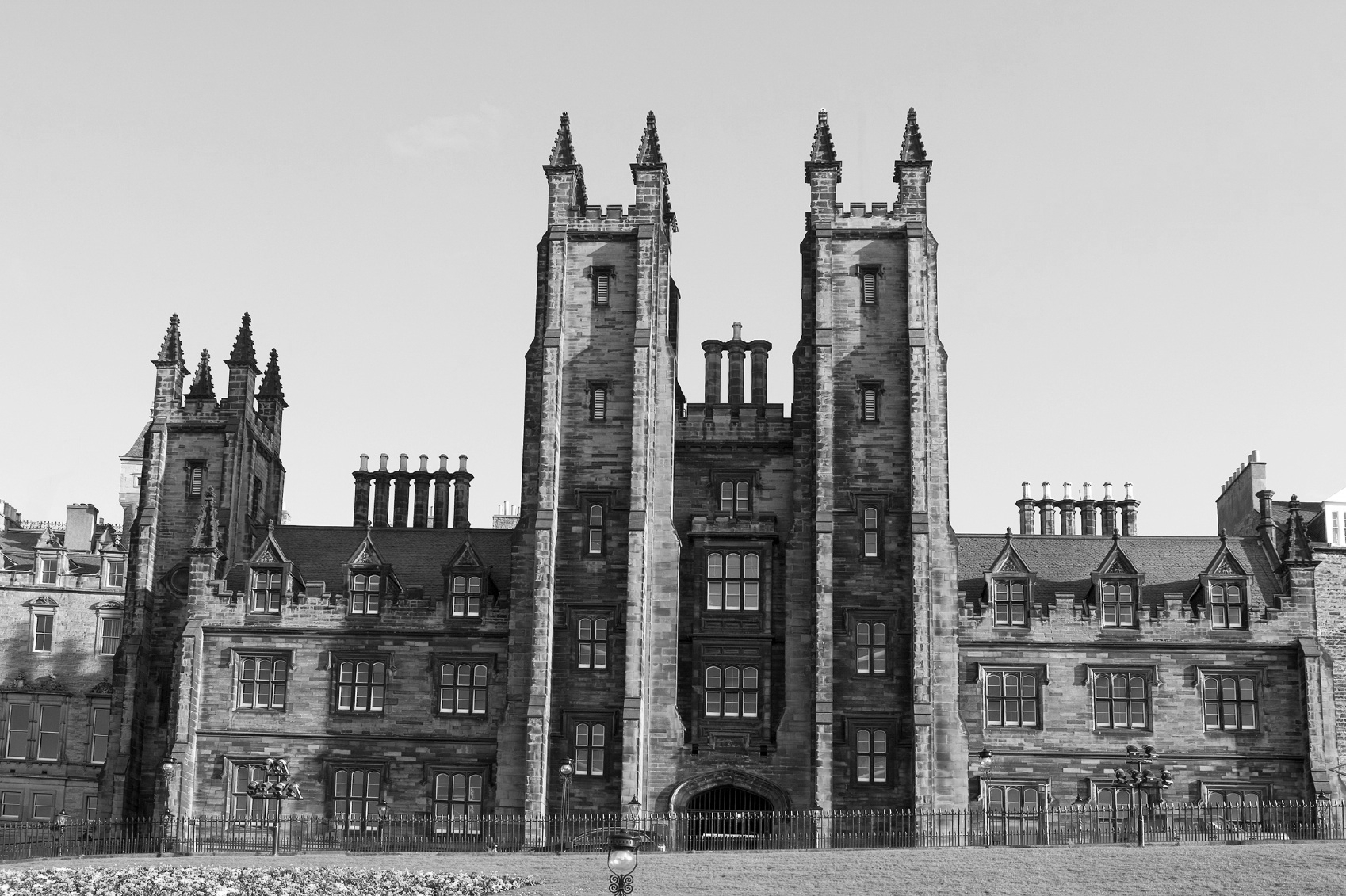 Edinburgh-University_bw